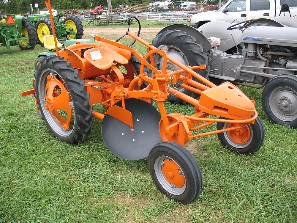 Allis Chalmers G Tractor : Missouri steam show antique weeders quot just tooling