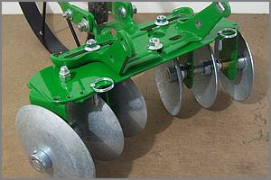 close up of the Hoss disc cultivator